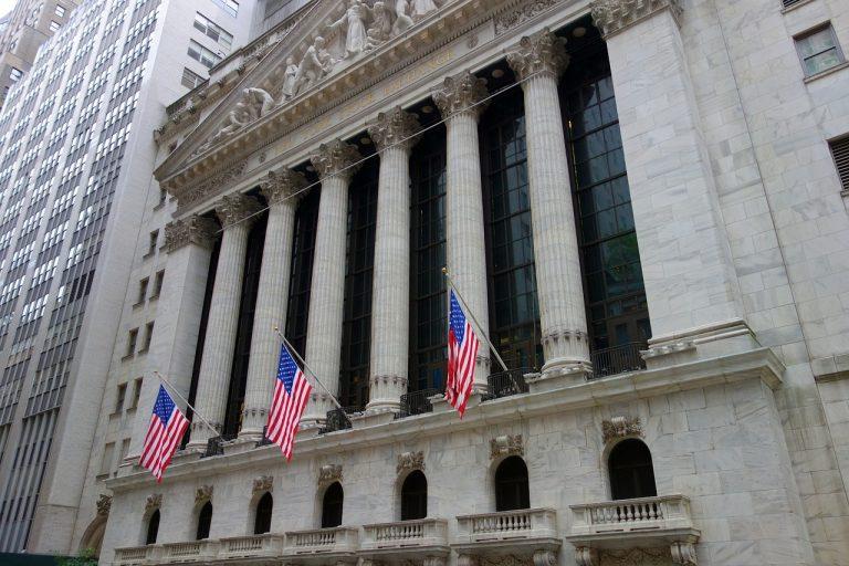 Dow fällt um 500 Punkte, da große Tech-Aktien den Rückgang anführen