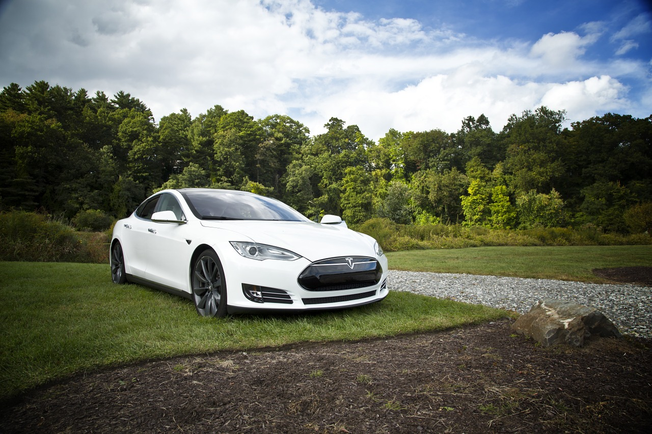 Tesla-Aktien legen überraschend zu