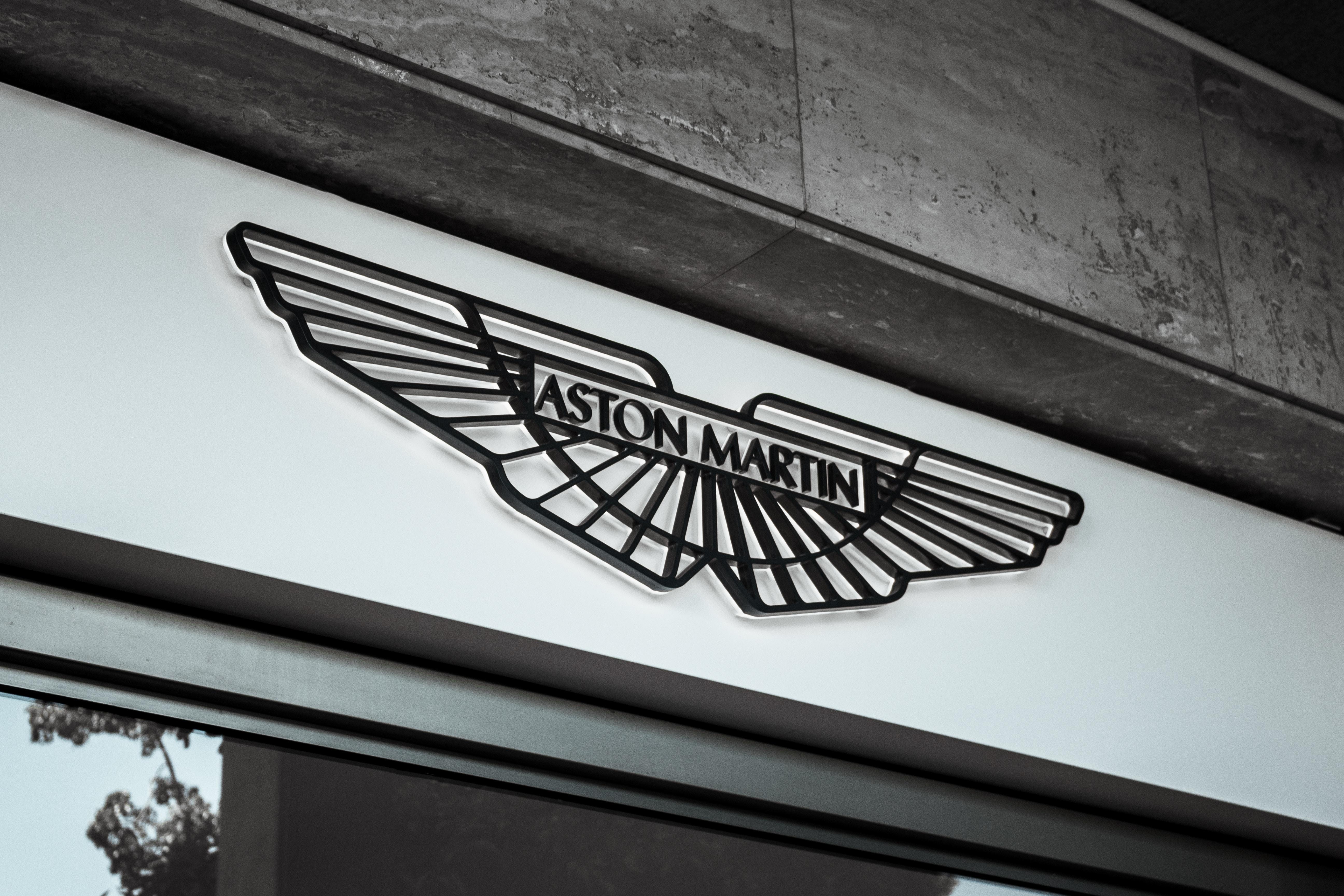 Aston Martin enthüllt SUV für wohlhabende Frauen