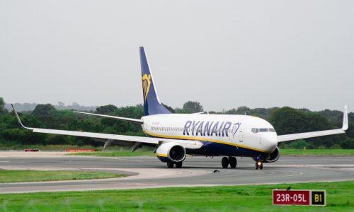 Risse bei Boeing 737: Ryanair lässt drei Flugzeuge am Boden