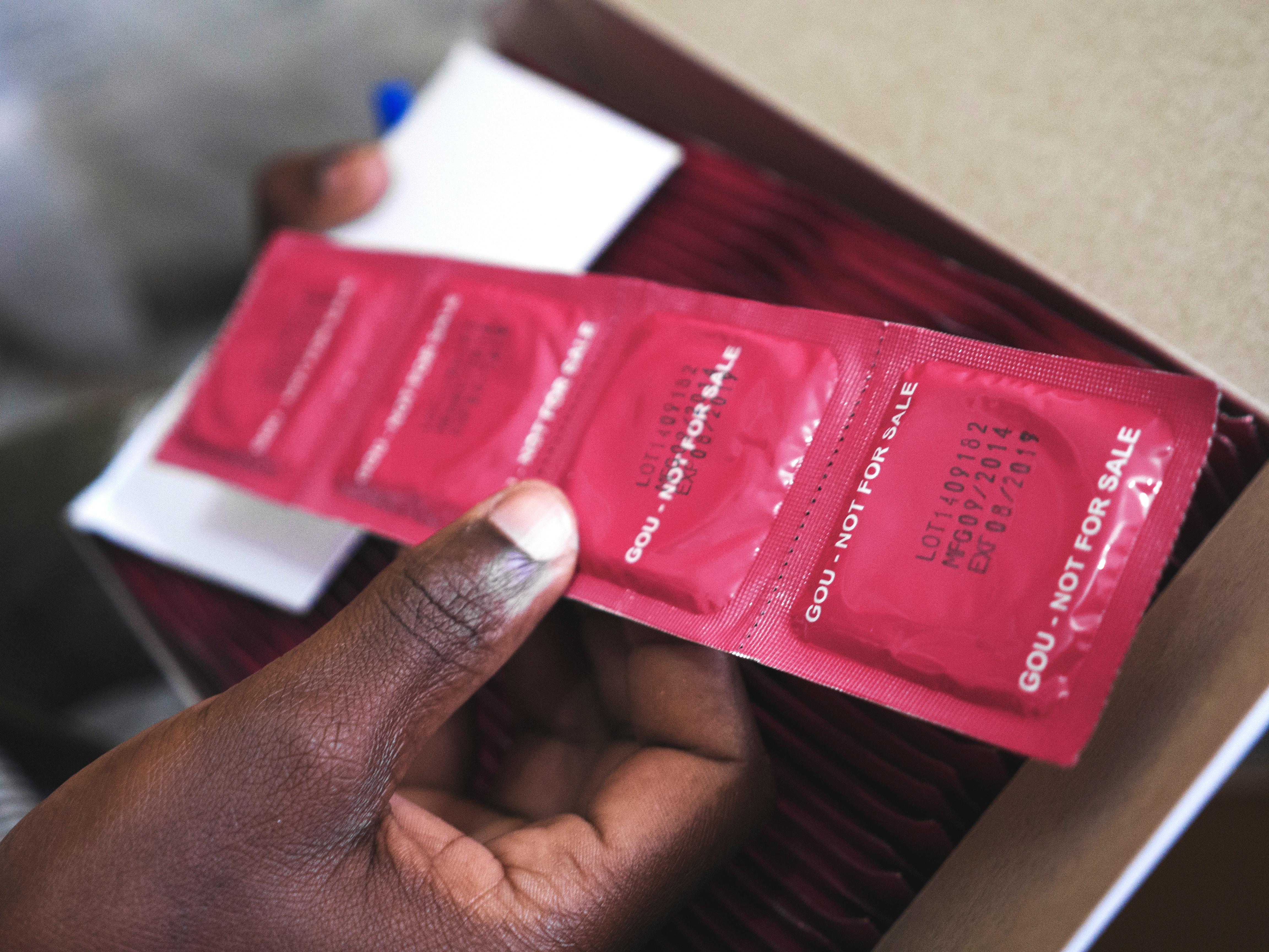 Uganda ruft eine Million fehlerhafte Kondome zurück