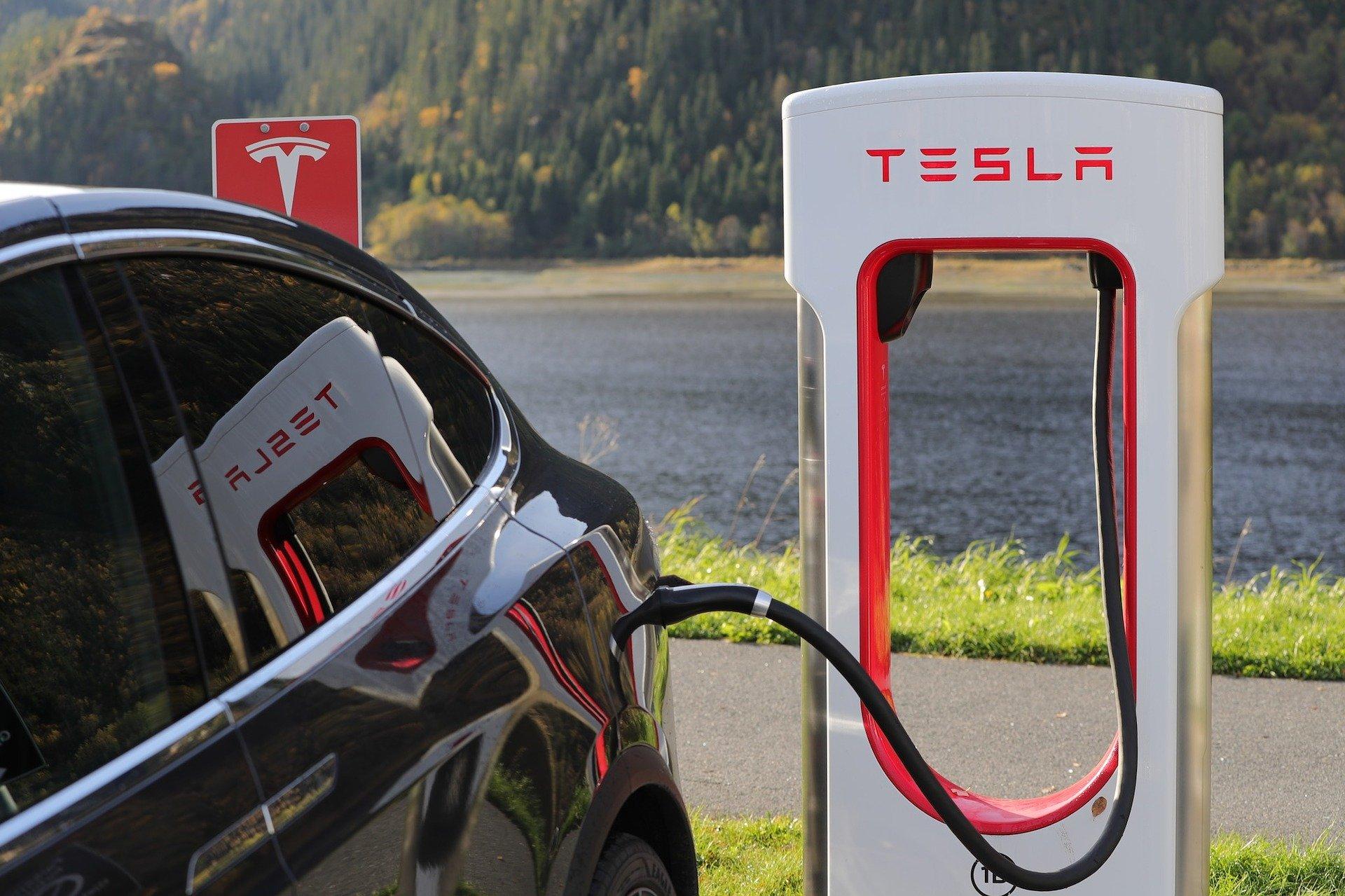 Tesla zieht für europäisches Werk Deutschland Großbritannien vor