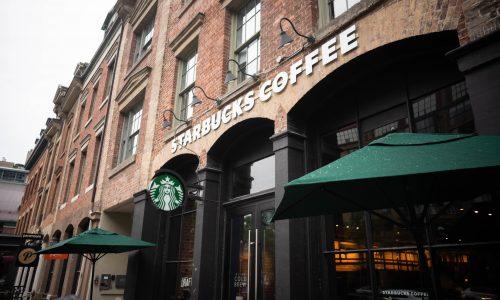 """""""Schwein"""": Starbucks entlässt Angestellten, der Polizisten beschimpft"""