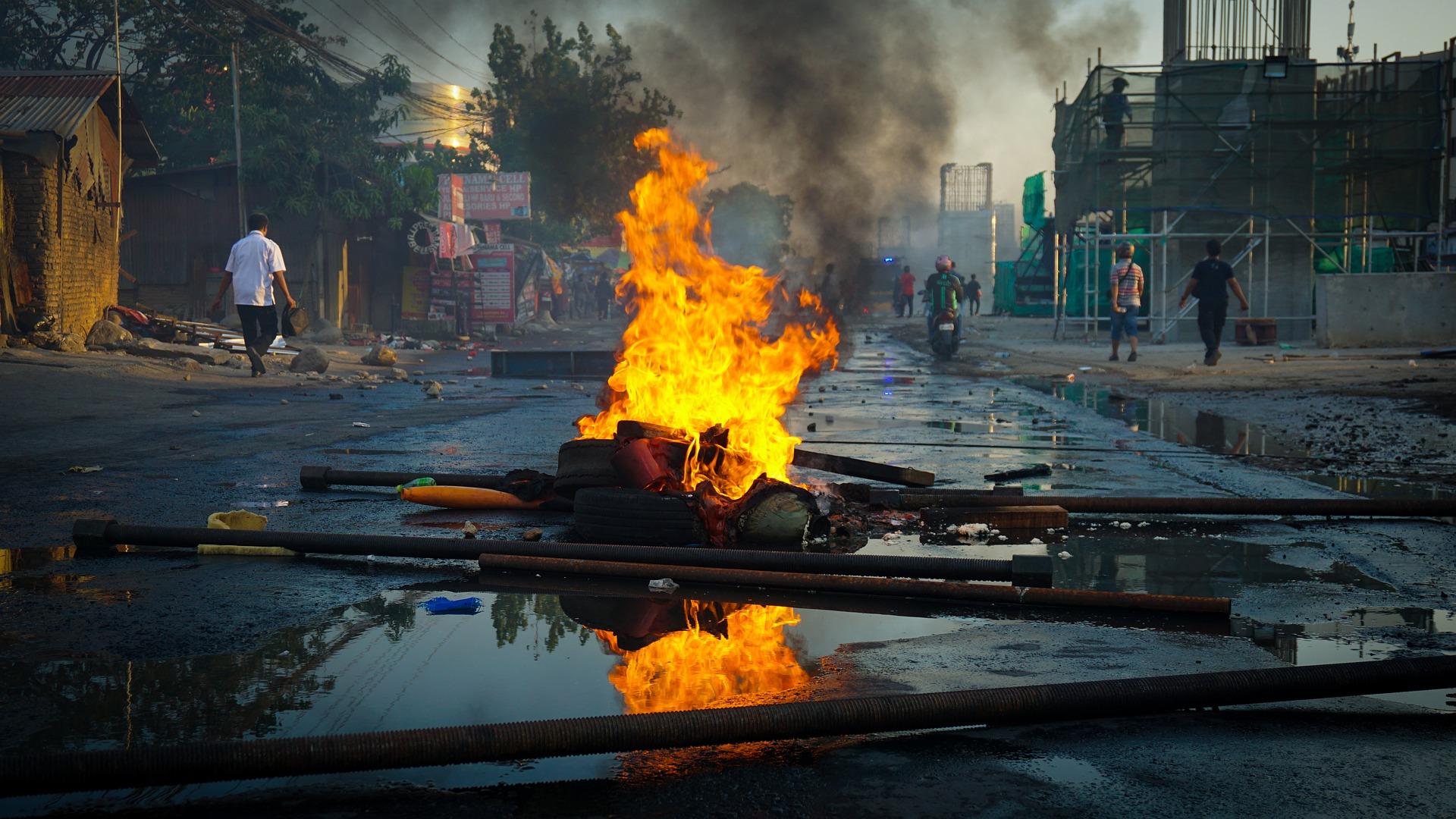 Chaos in Indien: Zehn Tote, 90 Verletzte vor Trump Ankunft