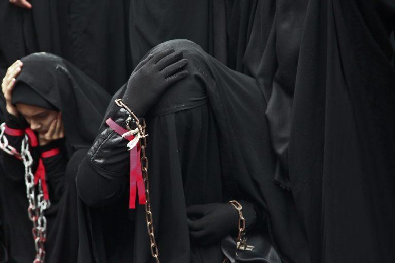 Kopftuch nicht getragen: Frau hat Angst in den Iran zurückzukehren
