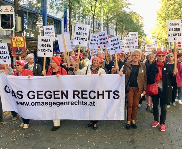 """Österreich: """"Omas gegen rechts"""" als linksextrem eingestuft?"""