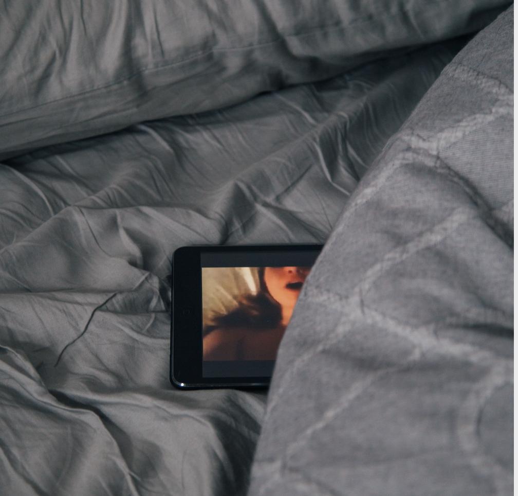 Pornoseite zahlt 12 Millionen an Frauen, deren Videos unwissentlich geteilt wurden