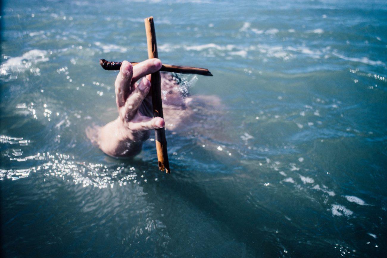 Frankreich: Missbrauchsopfer rammt 91-jährigem Priester Kruzifix in die Kehle