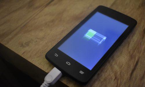 Forscher bringen Akku, der Handys mehrere Tage aufgeladen hält