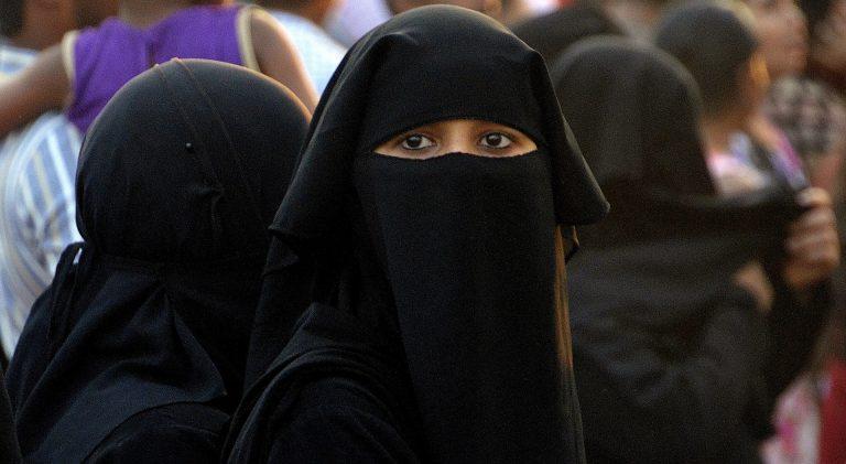 Wiener Schwimmbad: Burka-Trägerin beschwert sich über nackte Frau