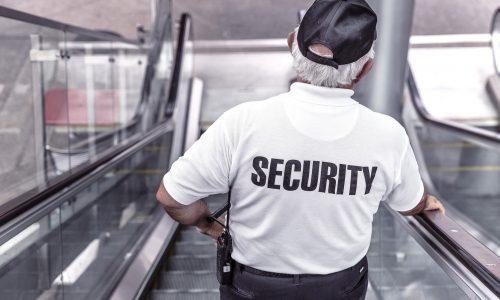 Skandal: Rod Stewart schlägt Security und zeigt Nazi-Gruß