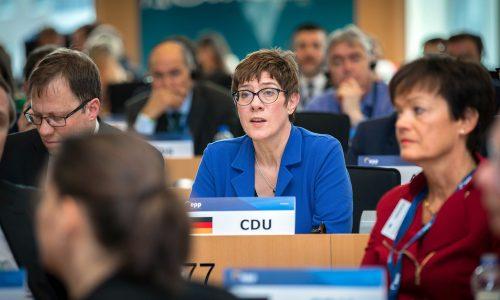 Coronavirus: Kramp-Karrenbauer will Reservisten mobilisieren