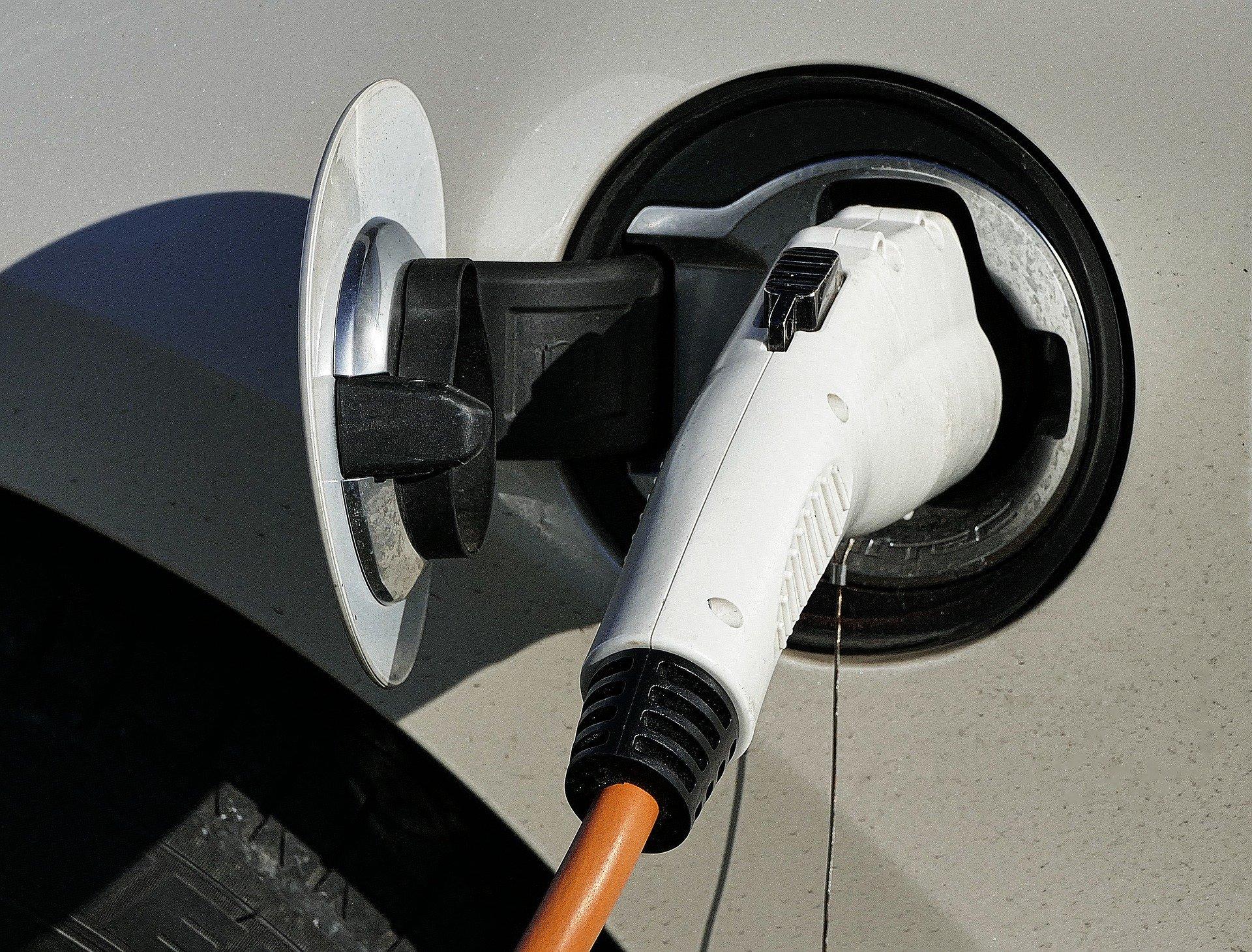 Neuzulassungen auf EU-Automarkt halbiert – Elektroautos boomen