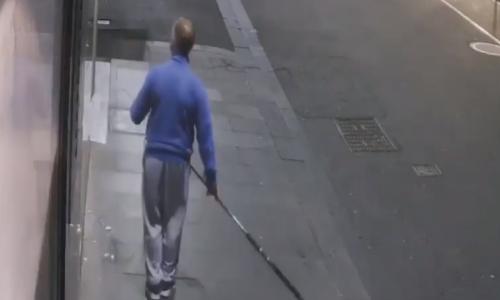 Video: Mann stiehlt Versace-Kette mit Angelzeug
