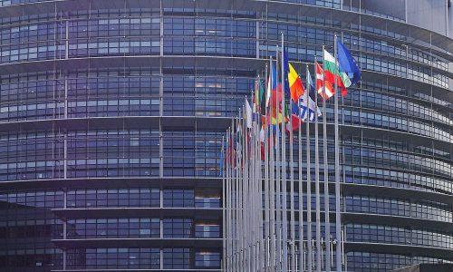 Nach Beschluss in Ungarn: Von der Leyen warnt vor Demokratie-Aushöhlung
