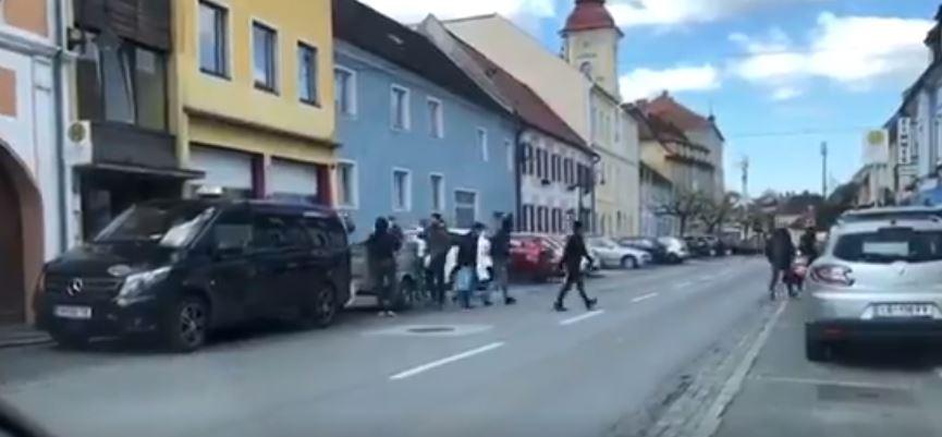 Österreich: Aslywerber missachten Coronavorgaben