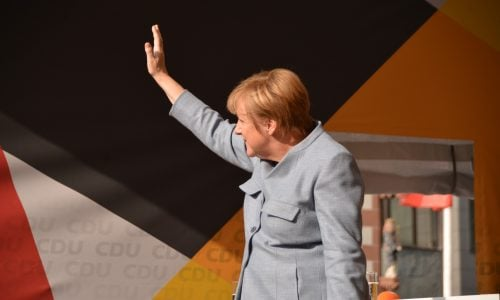Deutscher Einzelhandel fordert von Angela Merkel Zeitplan für Lockerung