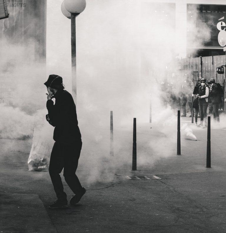 Hongkong: Sicherheitsgesetz beschlossen – Polizei setzt Wasserwerfer ein