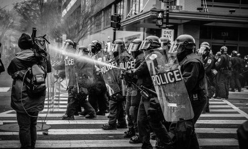 Proteste in den USA: Mehrere Polizisten durch Schüsse verletzt