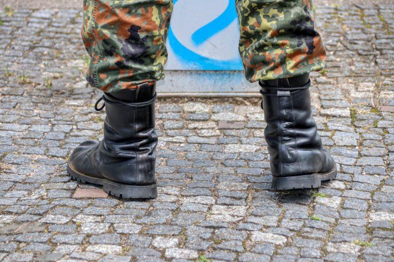 Kramp-Karrenbauer besorgt: Verschwand bei deutscher Elitetruppe Sprengstoff?